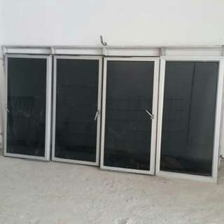 8' × 4' Tinted glass window 4pcs