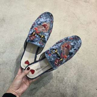 2018 Korean version of the new retro embroidery flower Baotou horse buckle slippers velvet flat casual women's shoes 35-41