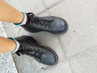 黑色皮靴子