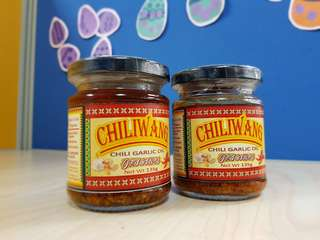 Selling Chiliwang! All around chili sauce!