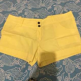Coco Cabaña basic yellow shorts