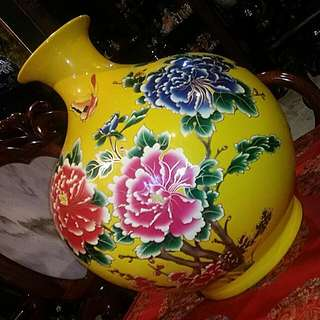 "Chinese Vintage Vase , 17 "" Tall.. Strinking Piece"