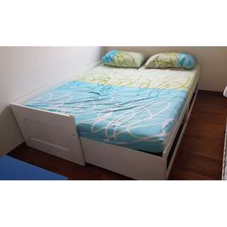 Expendable Queen bed with mattresses