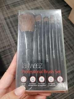 La tweez brush set