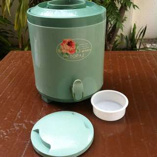 Topaz 8 Litres drink dispenser. In good working condition.