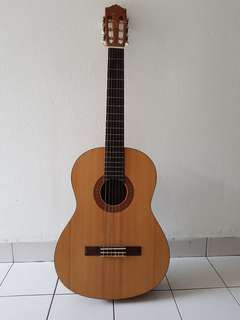 Classical Guitar Yamaha C40M good condition