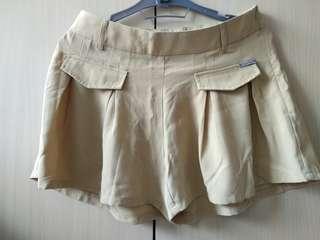 Celana pendek Solemio