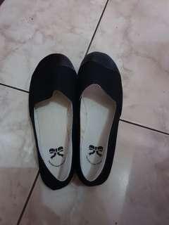 Flatshoes hitam TLTSN