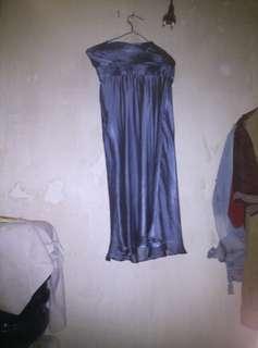Gaun pesta biru indah