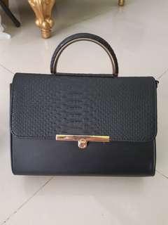 Tas fashion hitam