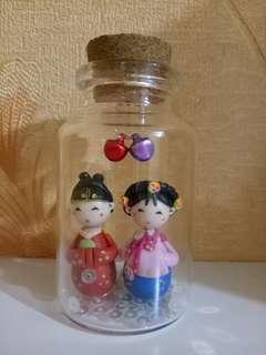 Boneka korea dalam toples