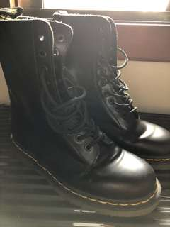 Doc Martens 1490 10-eye Laceup Boots SMOOTH