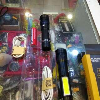 可調焦距手電筒(側邊高亮度照明)附18650充電電池跟充電線250元限來店買點我頭像看店址和上千種商品