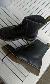 Dr. Martens Pre-loved Authentic Black Boots