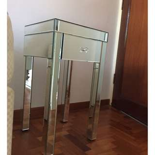 Side table mirrored glass
