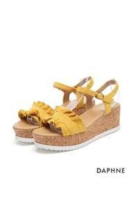 DAPHNE 荷葉絨面楔型跟涼鞋