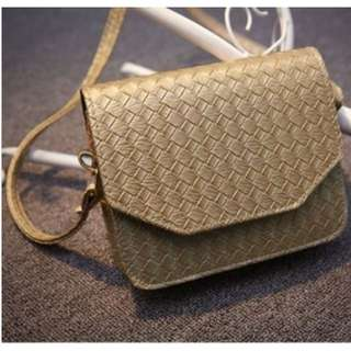 [On Hand] Simple Sling Bag Stitch Design Leather