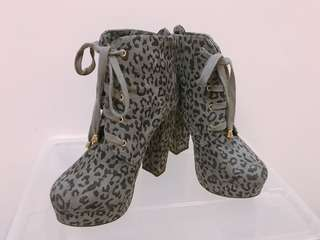 FOREVER 21 leopard print semi boots