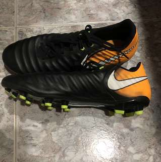 SELLING CHEAP Nike Tiempo Boots