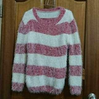 紅色條紋兔毛毛衣