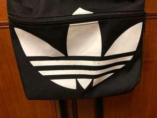 🚚 Adidas 三葉草黑色後背包