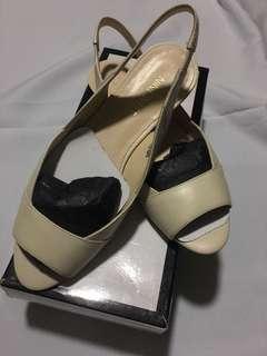 Nine West beige flat shoes