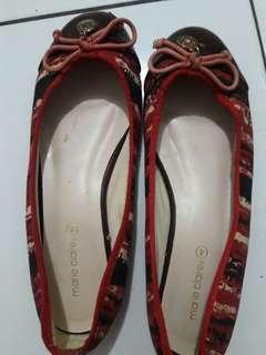 Sepatu Merah Marie Claire