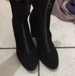 (Repriced‼️Bershka suede boots
