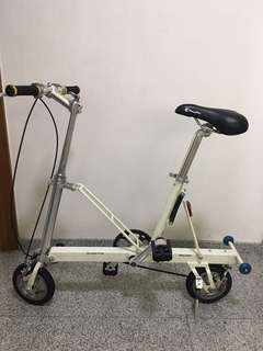 Foldable bicycle. CarryMe. Not a Brompton. Not a Strida.