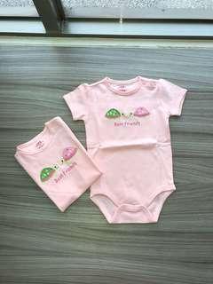 全新 LBB刺繡肩扣包屁衣(18M)嬰兒連身衣 爬服 刷毛 兔裝,非背心 T恤 洋裝 外套 T恤