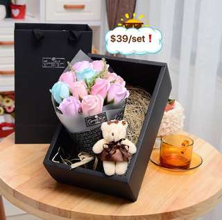 🤗Super Gorgeous 🤗🌷🌹Handmade Flower soap rose gift box 🎁 with a bear 😁 Ideal for Valentine's Day/Mother's Day/Birthday/Anniversary 😁 Do refer to photos (real actual photos taken!) Comes with a matching paper carrier 😁*FREE greeting card upon request* 😆