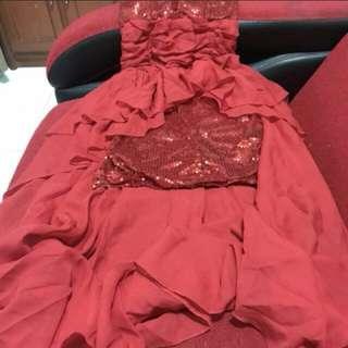 Dress ekor merah