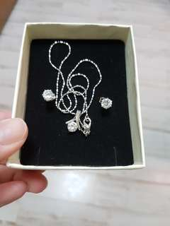 White gold diamond necklace with earrings