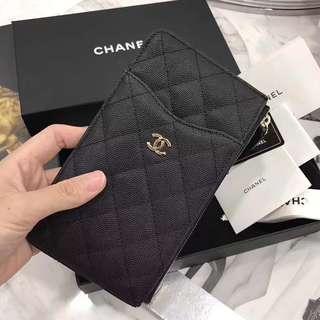 Chanel 手機包。