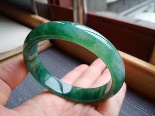 56圈口56.0*12.0*7.1mm特惠冰糯種滿色滿綠寬邊手鐲。完美無紋裂,編號2628