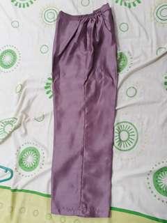 Celana pesta, pink keunguan, pinggang karet kiri kanan. Cantik di pakai dg tunik atau baju kurung. kondisi 99%