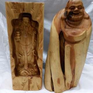 一手兩個12吋高崖柏木雕:財神及佛公,1500元,單個價另議