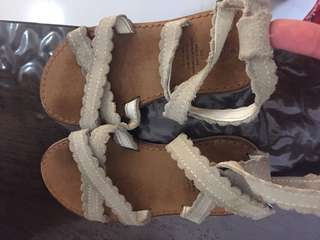 Baby Gap Kids USA beige tan sandals size 9