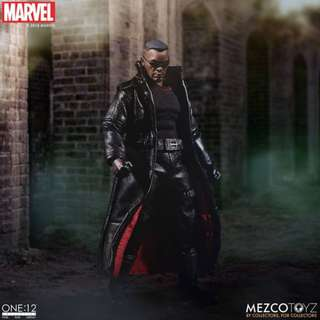 PRE-ORDER : Mezco One:12 Collective - Blade