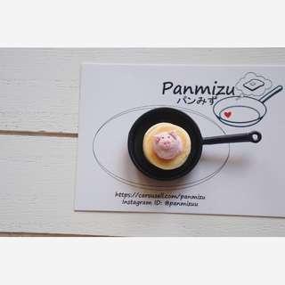 Miniature piggy ice-cream pancake