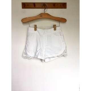 所有商品皆可議價‼️ 穿不到三次 韓風蕾絲側邊顯瘦白短褲