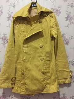 Coat kuning