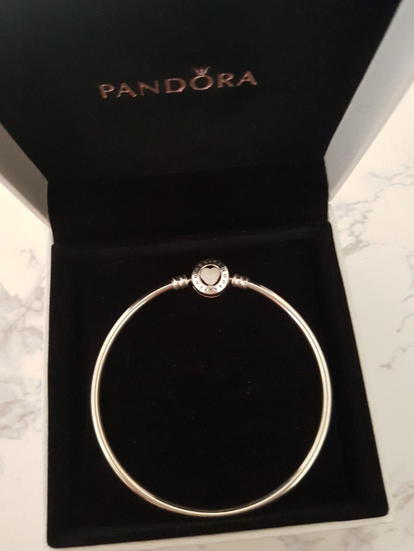 Pandora Bangle - Heart enamel clasp. Brand new