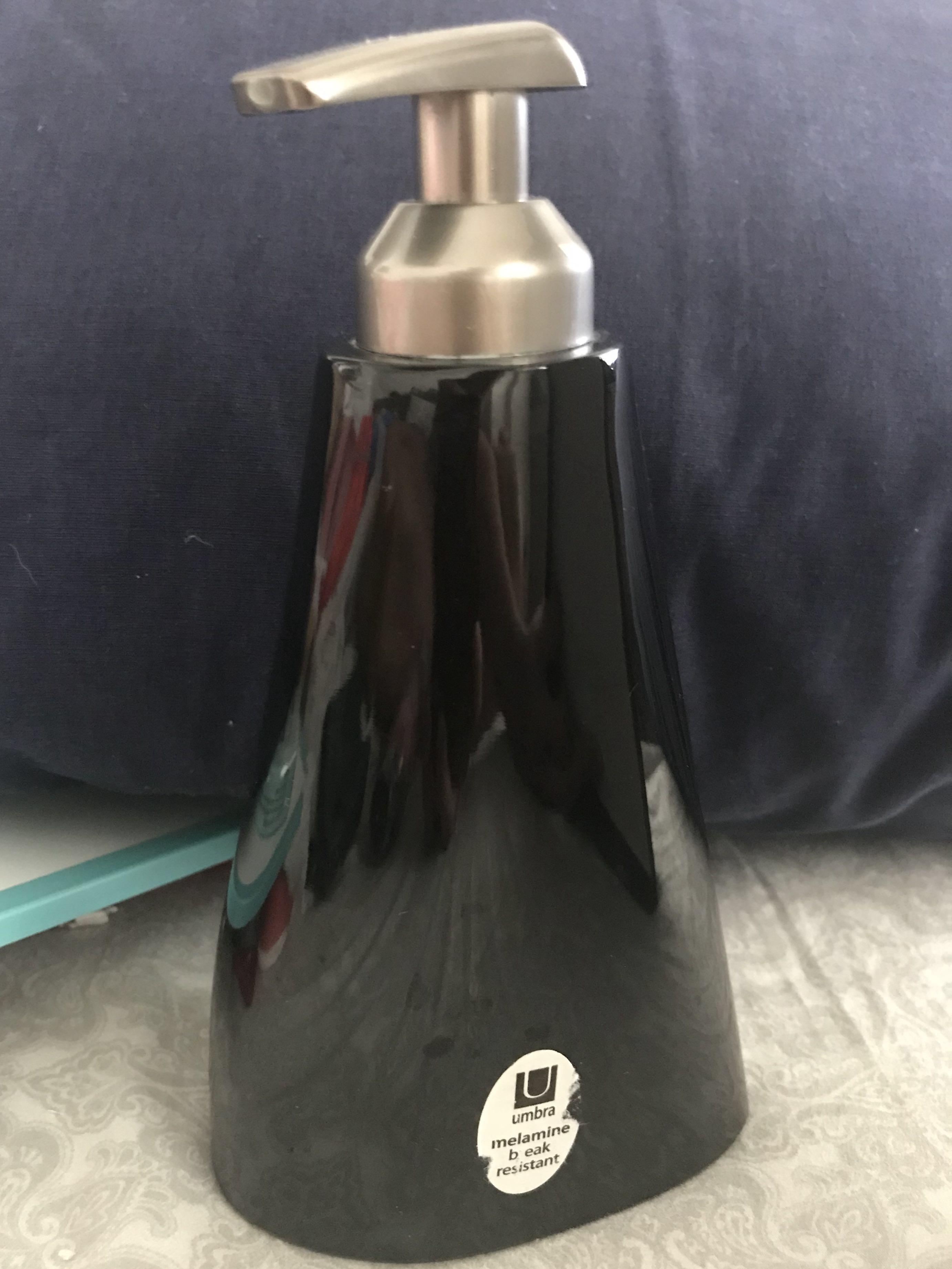 Refillable liquid Soap/Shampoo/conditioner pump dispenser