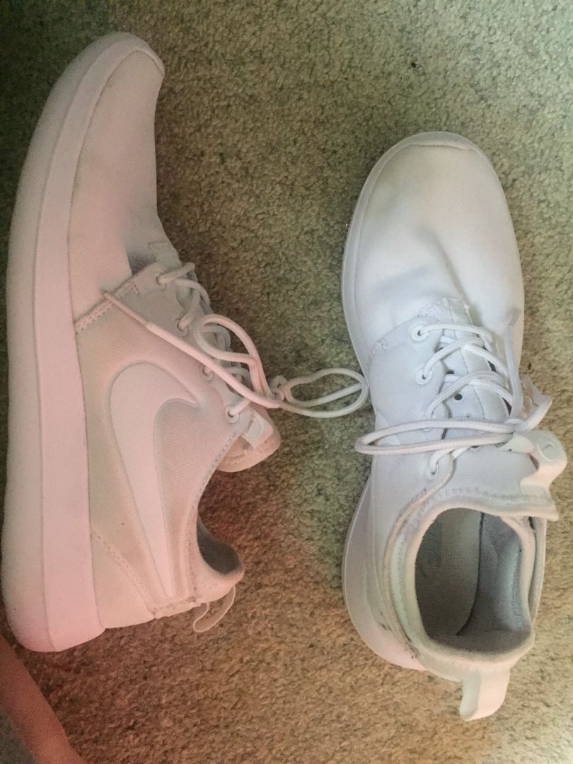 White nike roches
