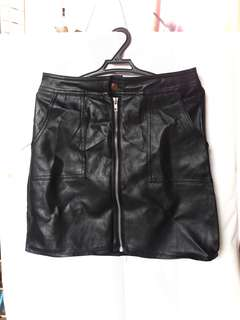 Leather zipped up skirt