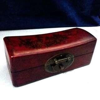 古典木制枕形首飾盒