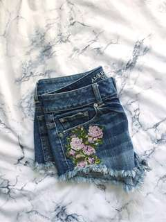 American Eagle 🦅💐🍑 Floral Booty Cut Offs