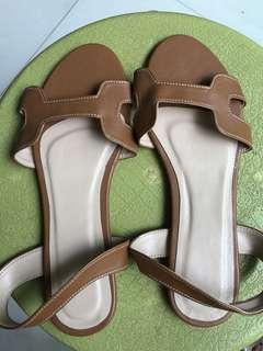 Sandals/Flats