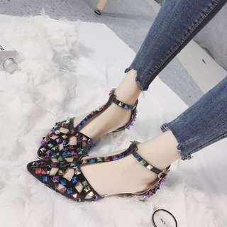 Sandals female summer new pointed baotou buckle hollow Roman sandals thick with low-heeled hollow rivet shoes